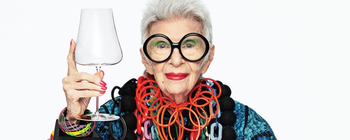 Şişecam; küresel tasarım markası Nude için moda ikonu Iris Apfel ile iş birliğine giderek özel bir koleksiyon tasarladı.
